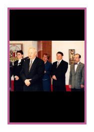 Opening of the personal exhibition of Alexander Samvel in the residence of the governor of Sverdlovsk region, 1999. From left to right: G.E Kovaleva – Minister of Economics of Sverdlovsk region; E.E. Rossel – the governor of Sverdlovsk region; M.K. Vetrova – Minister of Culture of Sverdlovsk region; Y.B. Pinaeva – Head of Administartion of the governor of Sverdlovsk region; Alexander Samvel.